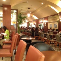 Photo taken at カフェクロワッサン 札幌アピア店 by nu1t on 6/2/2012