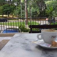 Foto tirada no(a) Fran's Café por Chris M. em 5/26/2012