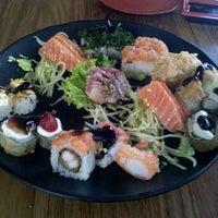 Foto tirada no(a) Kawa Sushi | 川 por Gabriela S. em 6/27/2012