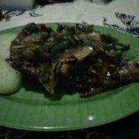 Photo taken at Warung Sate Bu Tina Balibul (Halal) by Jeffrey U. on 6/24/2012