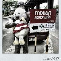 Photo taken at จ่าเฉยหน้าปากซอยร.พเจ้าพระยา by BoyOfHeaven on 4/11/2012