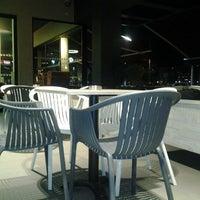 Foto tirada no(a) Costa Coffee Metropolitan por Alexandros G. em 2/14/2012