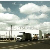 Foto tirada no(a) DC Farmers Market por Gia S. em 6/21/2012