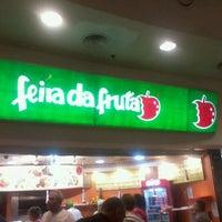 Foto tirada no(a) Feira da Fruta por Felipe O. em 3/17/2012