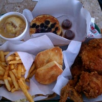Photo taken at Honey's Kettle Fried Chicken by Susan on 6/17/2012