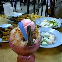 Photo taken at Restoran Sate Kajang Haji Samuri by eli a. on 8/9/2012