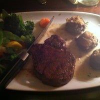 Photo taken at LongHorn Steakhouse by Bruna on 4/15/2012