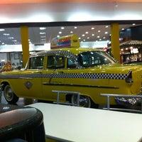 Foto tirada no(a) NYC Burger por Diego S. em 4/25/2012
