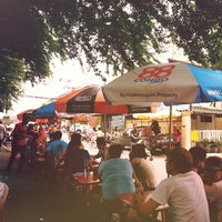 Foto scattata a Som Tum Thanon Tok da Kittima T. il 9/2/2012
