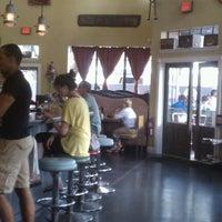 6/10/2012에 Matt K.님이 Ella's Americana Folk Art Cafe에서 찍은 사진