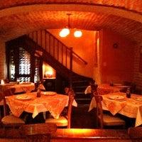 Foto tirada no(a) Operetta Pizza por Antonio A. em 6/27/2012