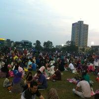 Photo taken at Bazar Ramadhan Taman Kerang (Pokok Buluh) by Iezam M. on 7/29/2012