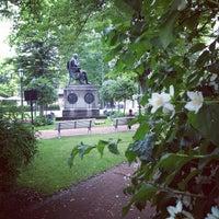 7/15/2012 tarihinde Mace O.ziyaretçi tarafından Vanha Suurtori'de çekilen fotoğraf
