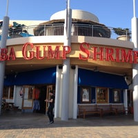 Photo taken at Bubba Gump Shrimp Co. by Маруся on 5/9/2012