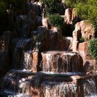 Foto tirada no(a) Wynn Waterfall por Lai Hui em 8/8/2012
