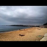 Foto tirada no(a) Praia de Santo Amaro de Oeiras por Jorge B. em 7/28/2012