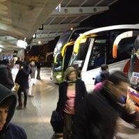 Foto tomada en Terminal de Buses O'Higgins por Robert D. el 6/5/2012