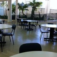 Foto tirada no(a) Biblioteca - PUC Minas por Alvaro G. em 4/24/2012
