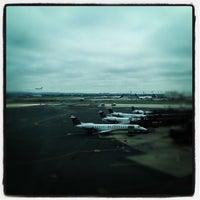 Das Foto wurde bei Newark AirTrain - Terminal A von Nikelii B. am 5/25/2012 aufgenommen