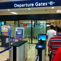 Das Foto wurde bei Tanah Merah Ferry Terminal von Bernard L. am 3/17/2012 aufgenommen