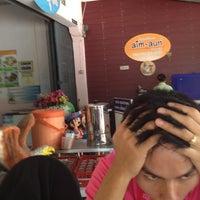 Photo taken at Aim Aun Suki Rice and Steak by Naphas H. on 5/1/2012