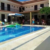 8/30/2012 tarihinde Kylo R.ziyaretçi tarafından Mom's Hotel'de çekilen fotoğraf