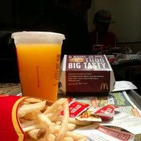 Foto tirada no(a) McDonald's por Bruno L. em 9/10/2012