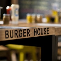 9/5/2012 tarihinde Simge C.ziyaretçi tarafından Burger House'de çekilen fotoğraf