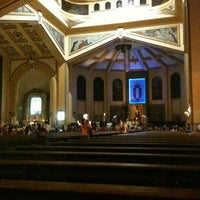 รูปภาพถ่ายที่ National Shrine of Our Lady of the Holy Rosary of La Naval de Manila (Sto. Domingo Church) โดย Jhe-Ann U. เมื่อ 4/15/2012