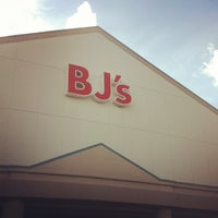 Photo taken at BJ's Wholesale Club by MrJroc on 6/2/2012