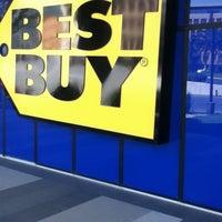 Foto tomada en Best Buy por Xavy C. el 9/3/2012
