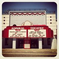 Foto tirada no(a) Admiral Theater por Eric T. em 7/7/2012