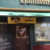Foto tirada no(a) Hamilton's Tavern por Fernie B. em 5/12/2012