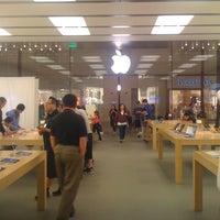 Photo taken at Apple by Wuan B. on 2/10/2012