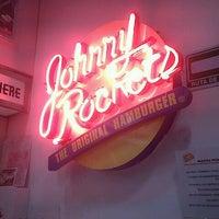 Foto tirada no(a) Johnny Rockets por Viri G. em 9/10/2012