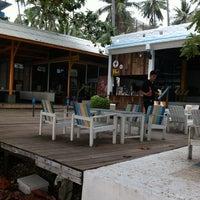Photo taken at Warapura Restoran by Boodsaba K. on 3/24/2012
