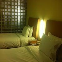 Photo taken at Holiday Inn Express by chupong n. on 2/17/2012