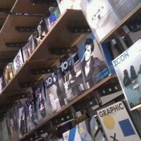 Foto scattata a Magma Books da Jourik M. il 9/2/2012