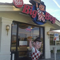 Photo taken at Bob's Big Boy Restaurant by Miguel C. on 2/25/2012