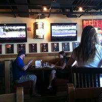 Foto diambil di Rock Bottom Restaurant & Brewery oleh Jeff S. pada 8/18/2012