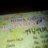 Photo taken at Warung Bebek Goreng H. Slamet by Iwan A. on 6/3/2012