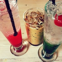 Photo taken at ESCAPE Bistro & Café by 🎶🎵JangNikon🎵🎶 on 4/29/2012
