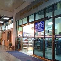 Photo taken at Perpustakaan Hamdan Tahir by Asyari R. on 2/21/2012