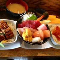 Photo taken at Kanpai Japanese Sushi Bar & Grill by chiesama on 3/13/2012