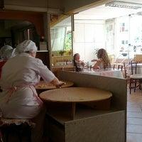 8/18/2012 tarihinde Bora G.ziyaretçi tarafından Teyze'nin Yeri Mantı Salonu'de çekilen fotoğraf