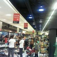 Foto tomada en Unimarc por Cristo P. el 4/9/2012