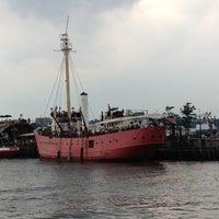 Снимок сделан в Lightship Frying Pan @ Pier 66 Maritime пользователем Allyson L. 6/10/2012