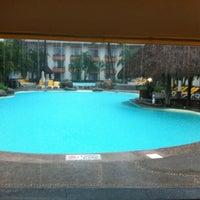 Foto tomada en Plaza Pelicanos Grand Beach Resort por Victor R. el 8/23/2012