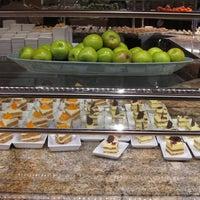 Das Foto wurde bei The Buffet at Bellagio von Heather R. am 6/29/2012 aufgenommen