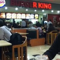 Foto tirada no(a) Burger King por Anna Carolina A. em 6/12/2012